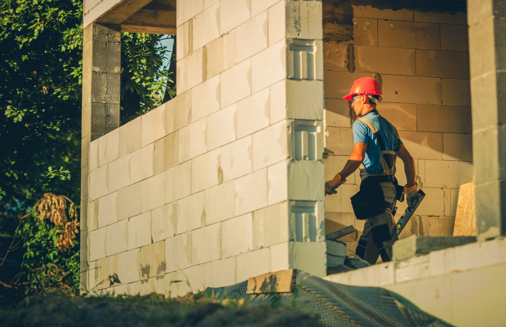 house-construction-worker-S9R625U