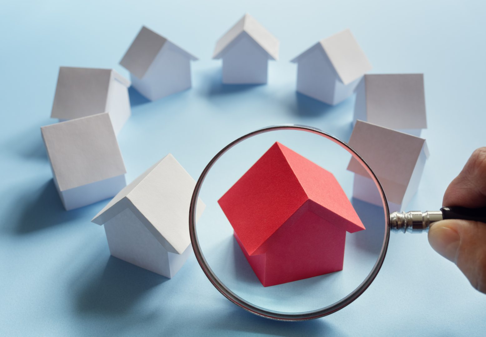searching-for-real-estate-house-or-new-home-P5YBRG6